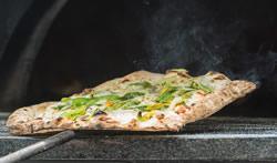 Eine Pizzaschaufel aus Holz